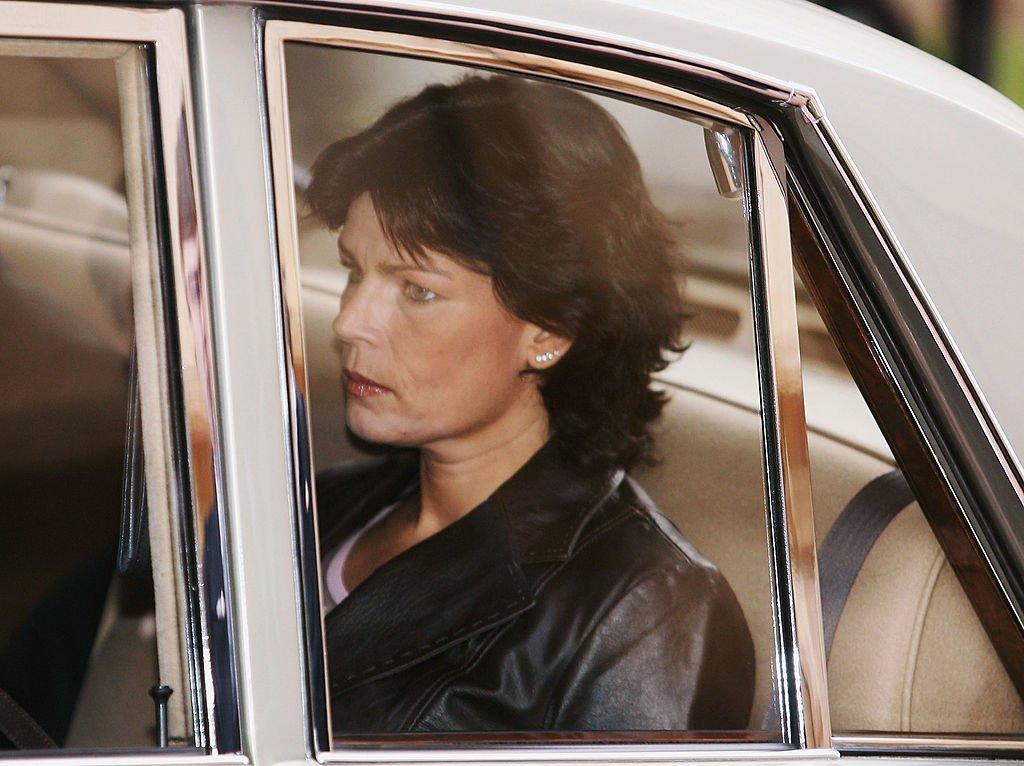La princesa Estefanía llega a la Catedral el 19 de noviembre de 2004 en Monte Carlo, Mónaco.   Foto: Getty Images