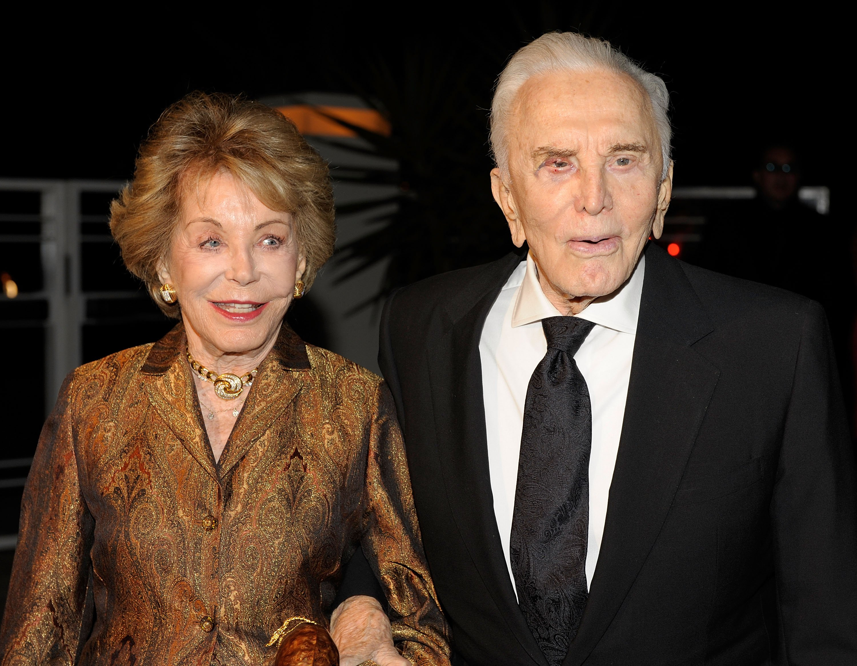 Anne Buydens y Kirk Douglas en un evento. l Foto: Getty Images