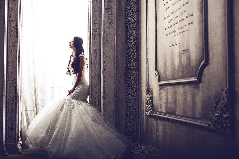 Une femme dans une robe de mariée | Photo : Pixabay