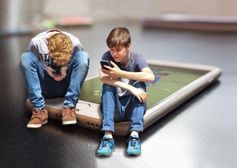 Enfant utilisant la technologie| Photo : Pixabay