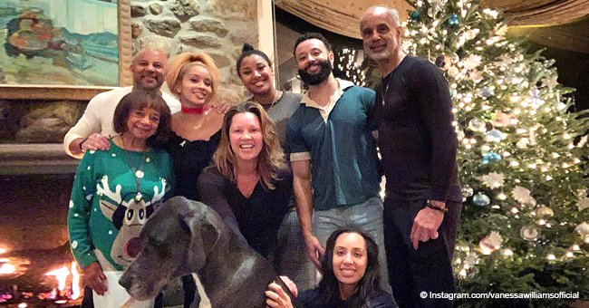 Vanessa Williams flashes big smile in rare photo with her mom, brother, and 4 grown up kids