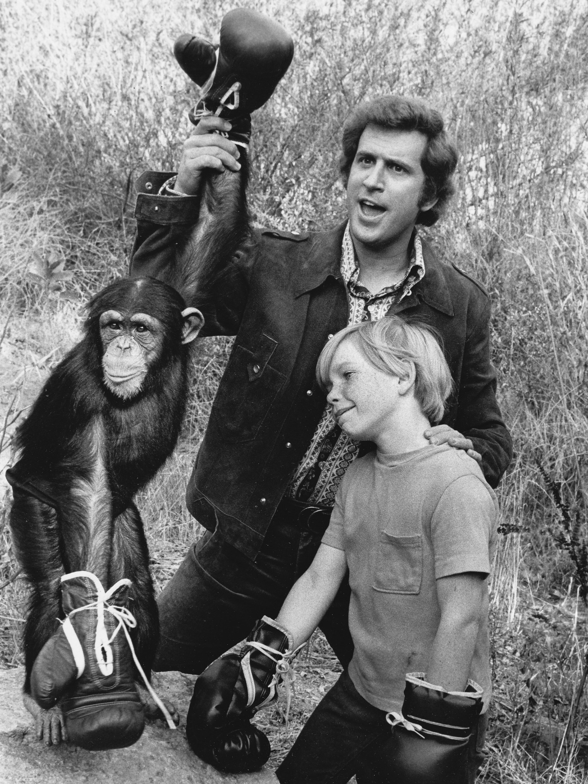 """Ted Bessell and Scott Kolden with chimpanzee performer, """"Buttons"""", promoting the 1972 premiere of the television series """"Me and the Chimp"""" 