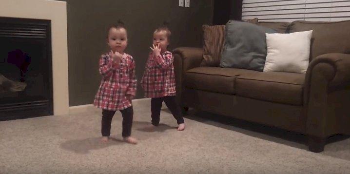 Gemelas bailando| Foto:  YouTube/ Brovadere