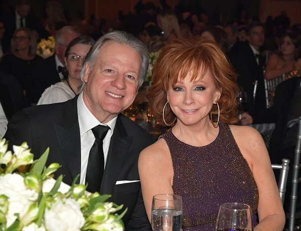 Skeeter Lasuzzo and host Reba McEntire attend Celebrity Fight Night XXV on March 23, 2019 in Phoenix, Arizona. | Source: Getty Images.