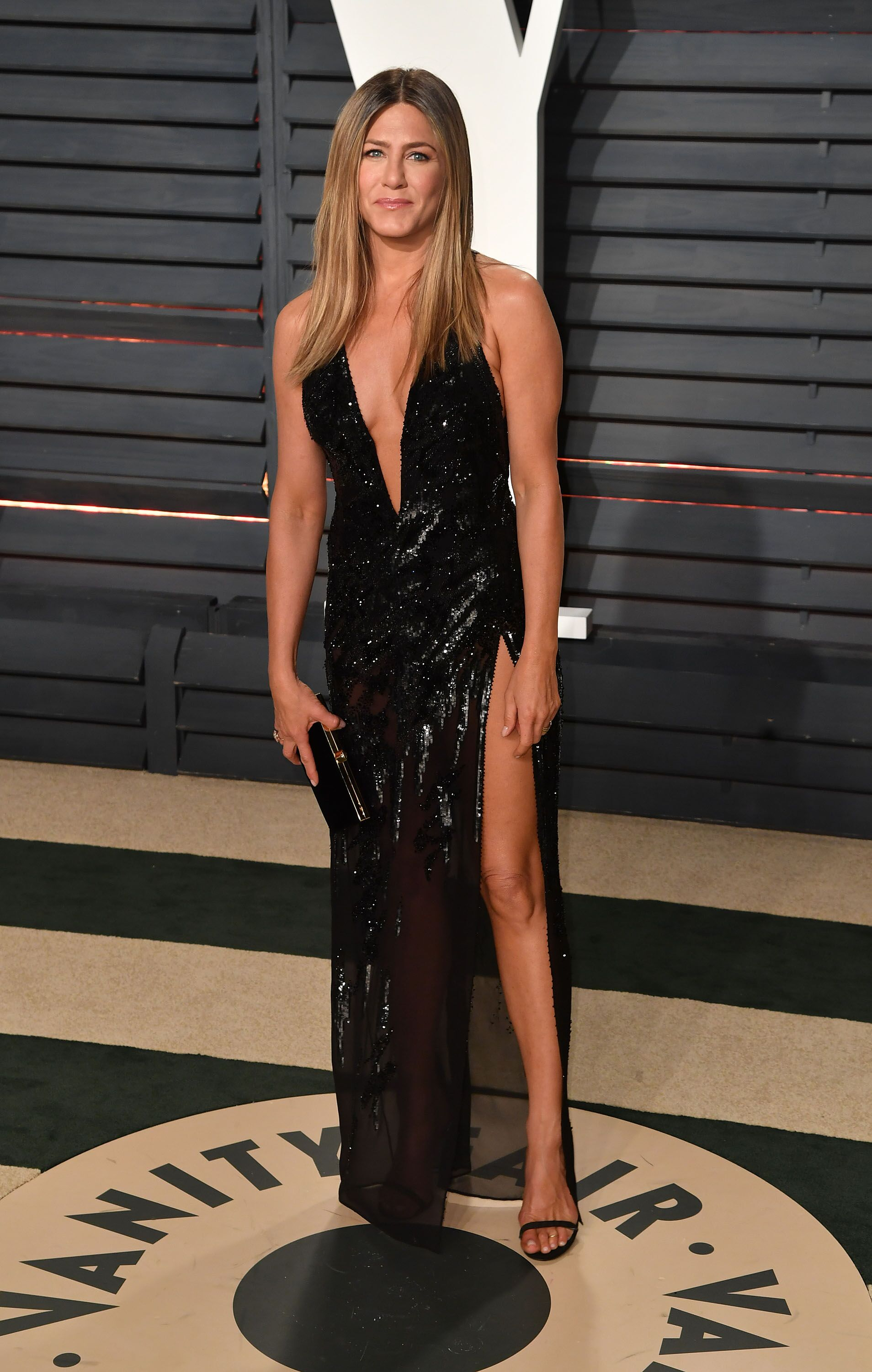 L'actrice Jennifer Aniston assiste à la Vanity Fair Oscar Party 2017 organisée par Graydon Carter au Wallis Annenberg Center for the Performing Arts le 26 février 2017 à Beverly Hills, Californie | Source : Getty Images