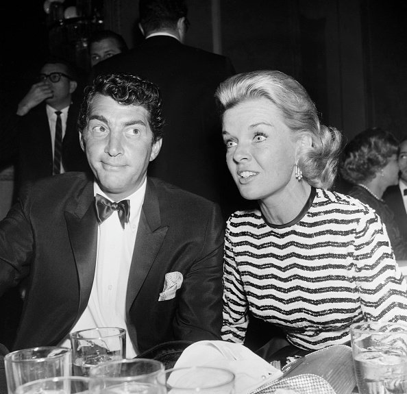 Dean and Jeanne Martin attending an event together | Photo: Getty Images