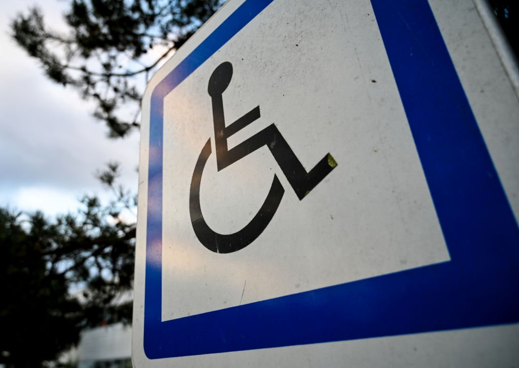 A sign indicating a parking space for vehicles of persons with reduced mobility | Photo: Getty Images
