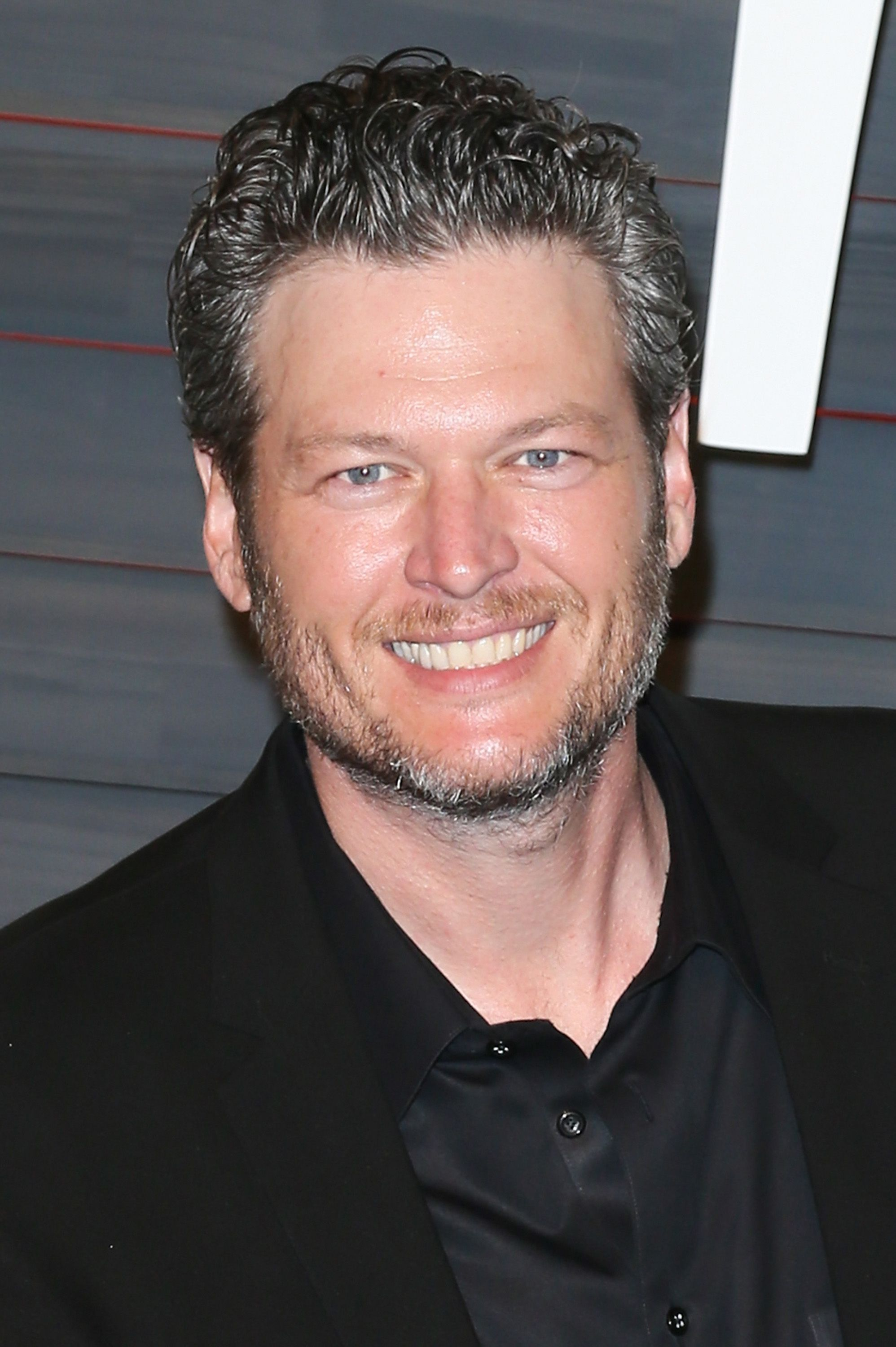 Blake Shelton arrives at the 2016 Vanity Fair Oscar Party Hosted by Graydon Carter at the Wallis Annenberg Center for the Performing Arts on February 28, 2016 in Beverly Hills, California | Photo: Getty Images