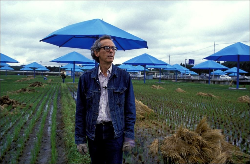 Les parapluies bleus de Christo au Japon en octobre 1991 - Christo. | Source : Getty Images