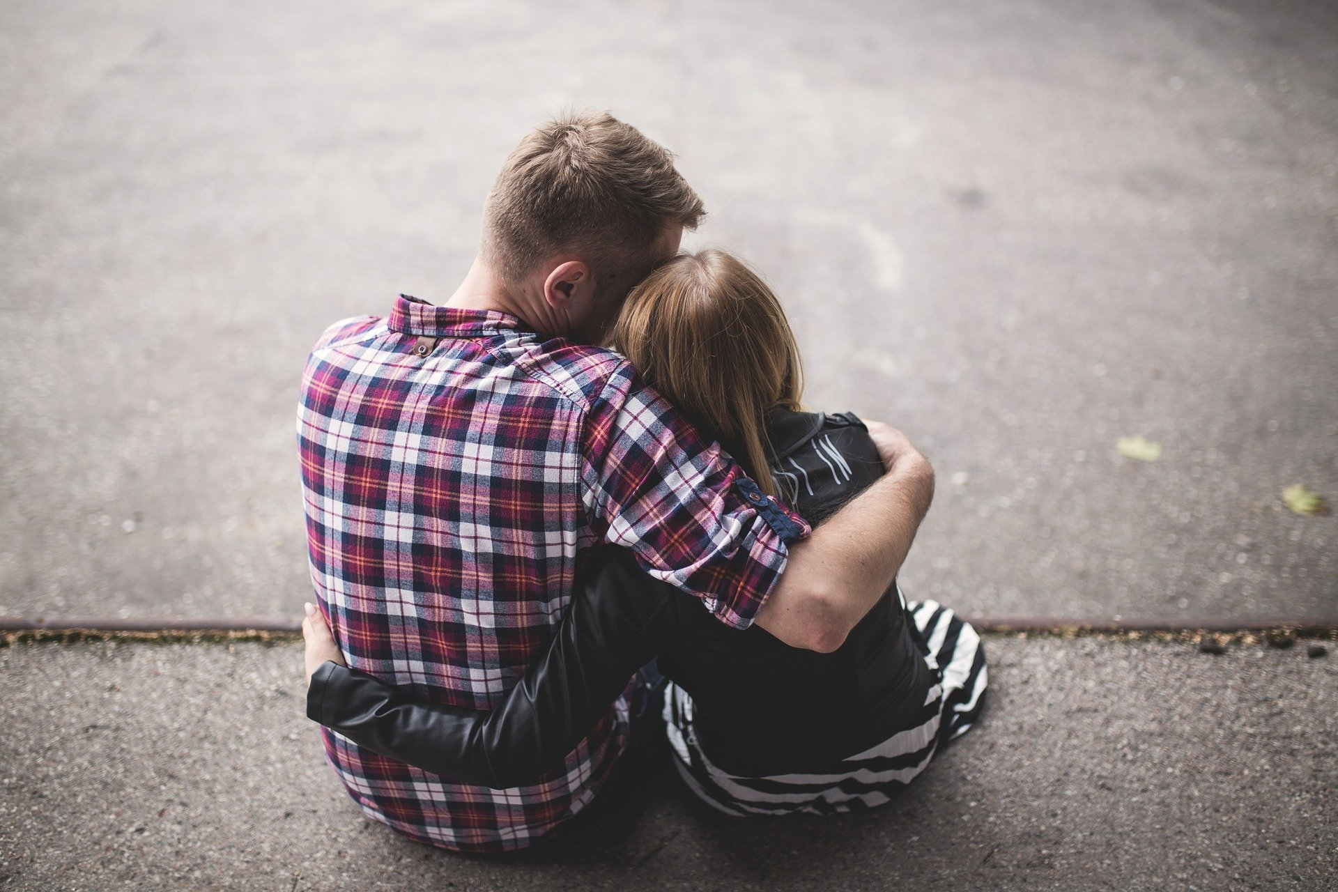 A photo of a man hugging his daughter.   Photo: Pixabay