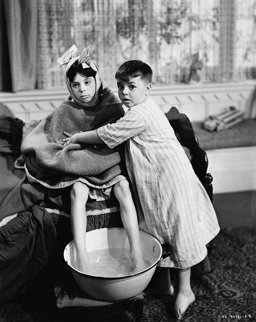 Carl Switzer (left) as Alfalfa and George McFarland as Spanky in the 1938 film Canned Fishing | Photo: Getty Images