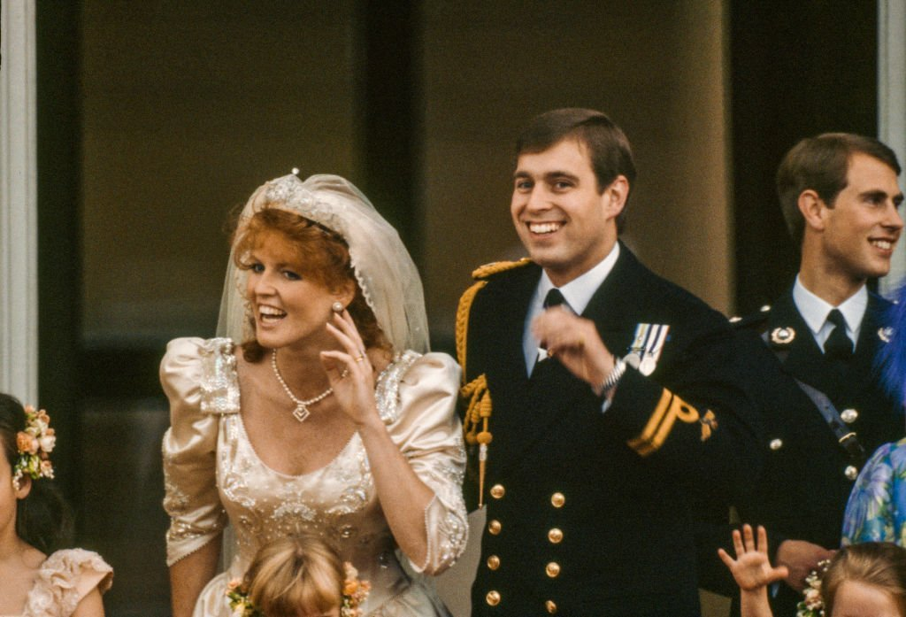 Sarah, Duchess of York and Prince Andrew, Duke of York wave to well-wishers after their wedding, London, England, July 23, 1986. | Photo: GettyImages
