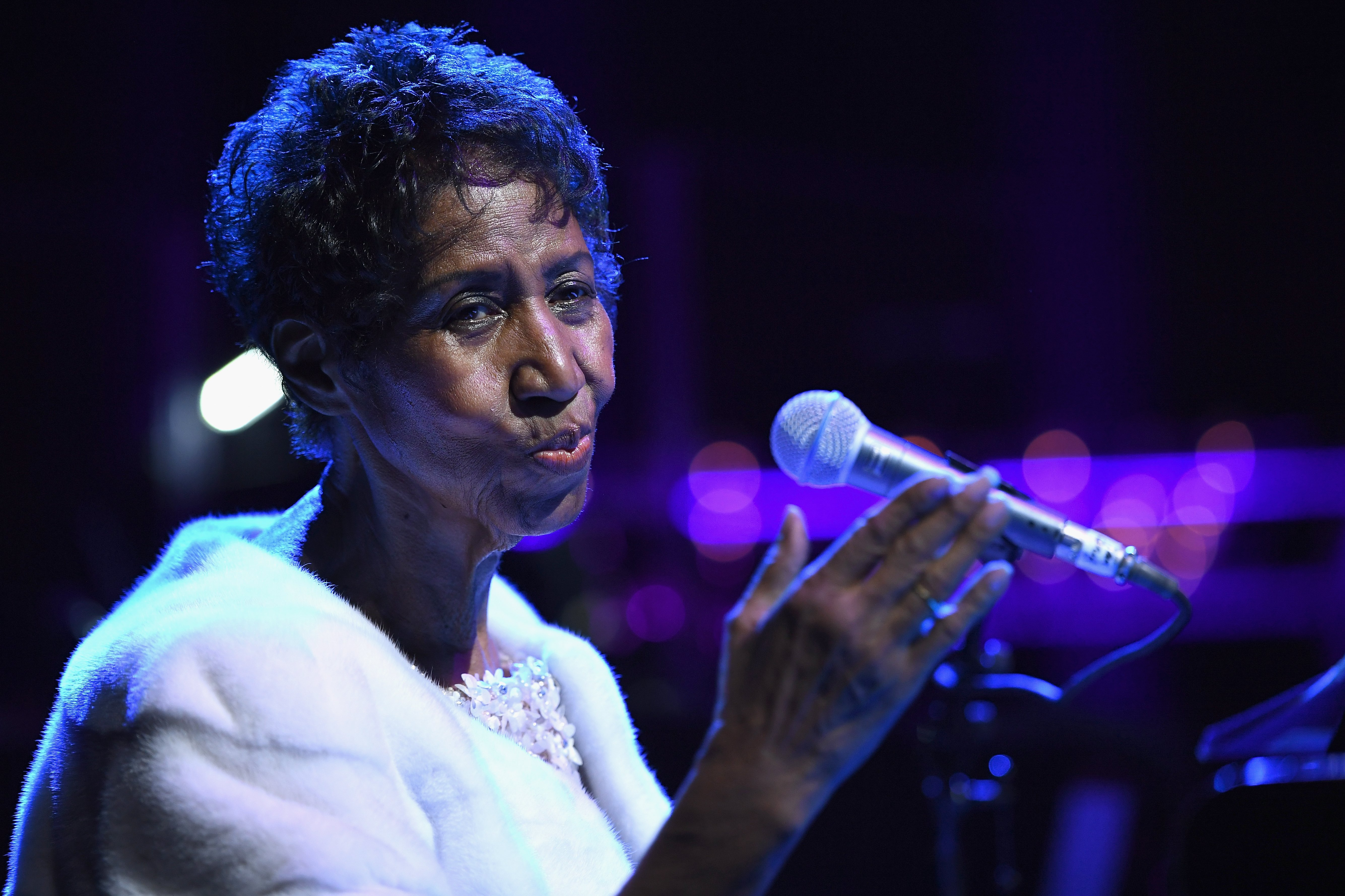 Aretha Franklin performing on stage at the Elton John AIDS Foundation's 25th year commemoration in New York on November 7, 2017. | Source: Getty Images