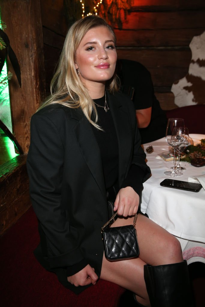 Luna Schweiger bei dem Weihnachtsereignis für Lena Gercke x ABOUT YOU im Hotel Stanglwirt (Foto von Gisela Schober) I Quelle: Getty Images für Lena Gercke x ABOUT YOU