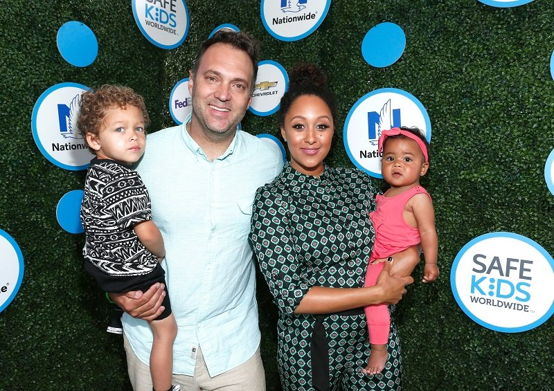 Adam Housley, Aden, Tamera Mowry-Housley, and Ariah on April 24, 2016 in Culver City, California | Photo: Getty Images