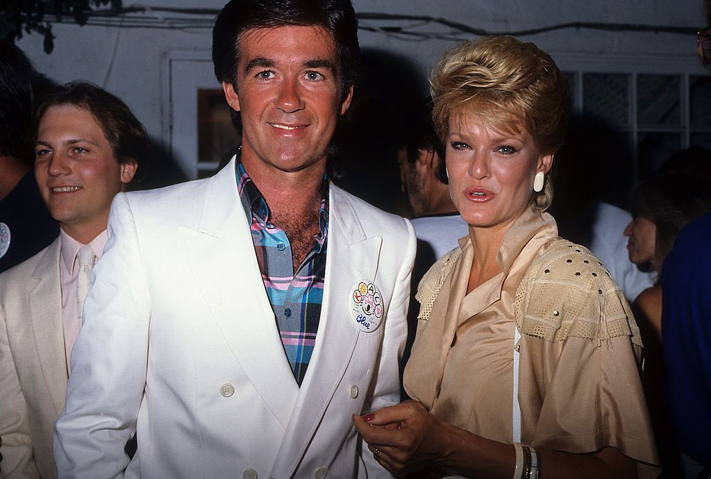 Alan Thicke and Gloria Loring attend the opening of Olivia Newton-John's boutique, June 1986 | Source: Getty Images