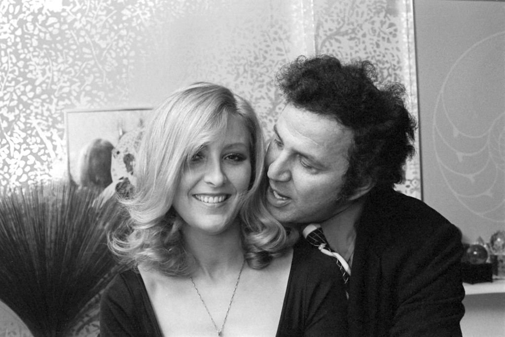 Christa Helm and Ron Galella at her apartment in New York City on November 21, 1974   Photo: Getty Images
