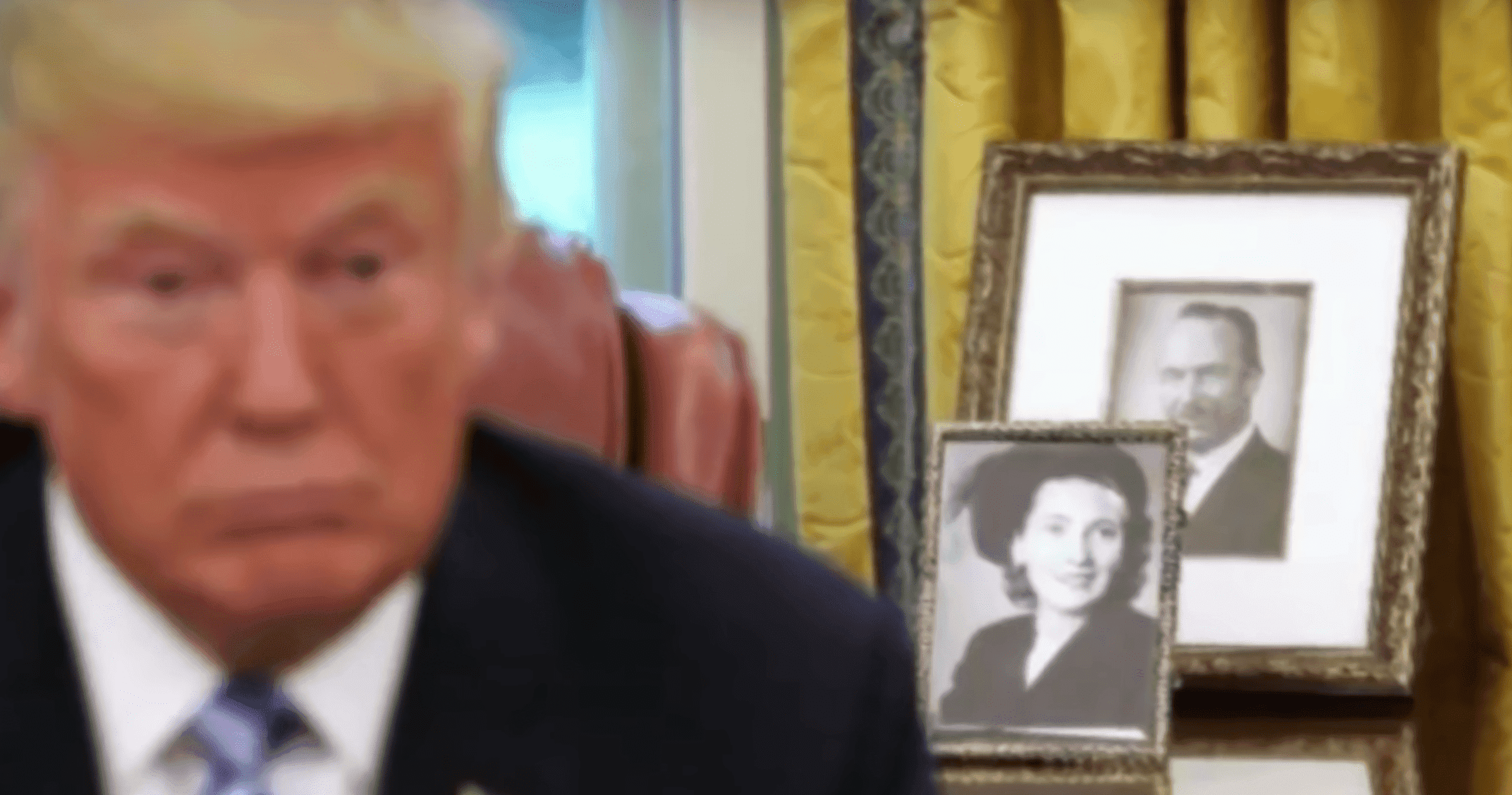 Mary and Fred's framed picture on Donald Trump's desk in the Oval office. | Source: YouTube/InsideEdition