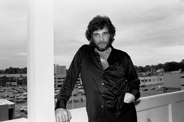 Country singer Eddie Rabbitt in Memphis, Tennessee, May 31, 1981. | Photo: Getty Images