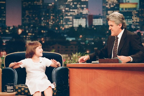 Actress Mara Wilson during an interview with host Jay Leno on July 8, 1997 | Photo: Getty Images