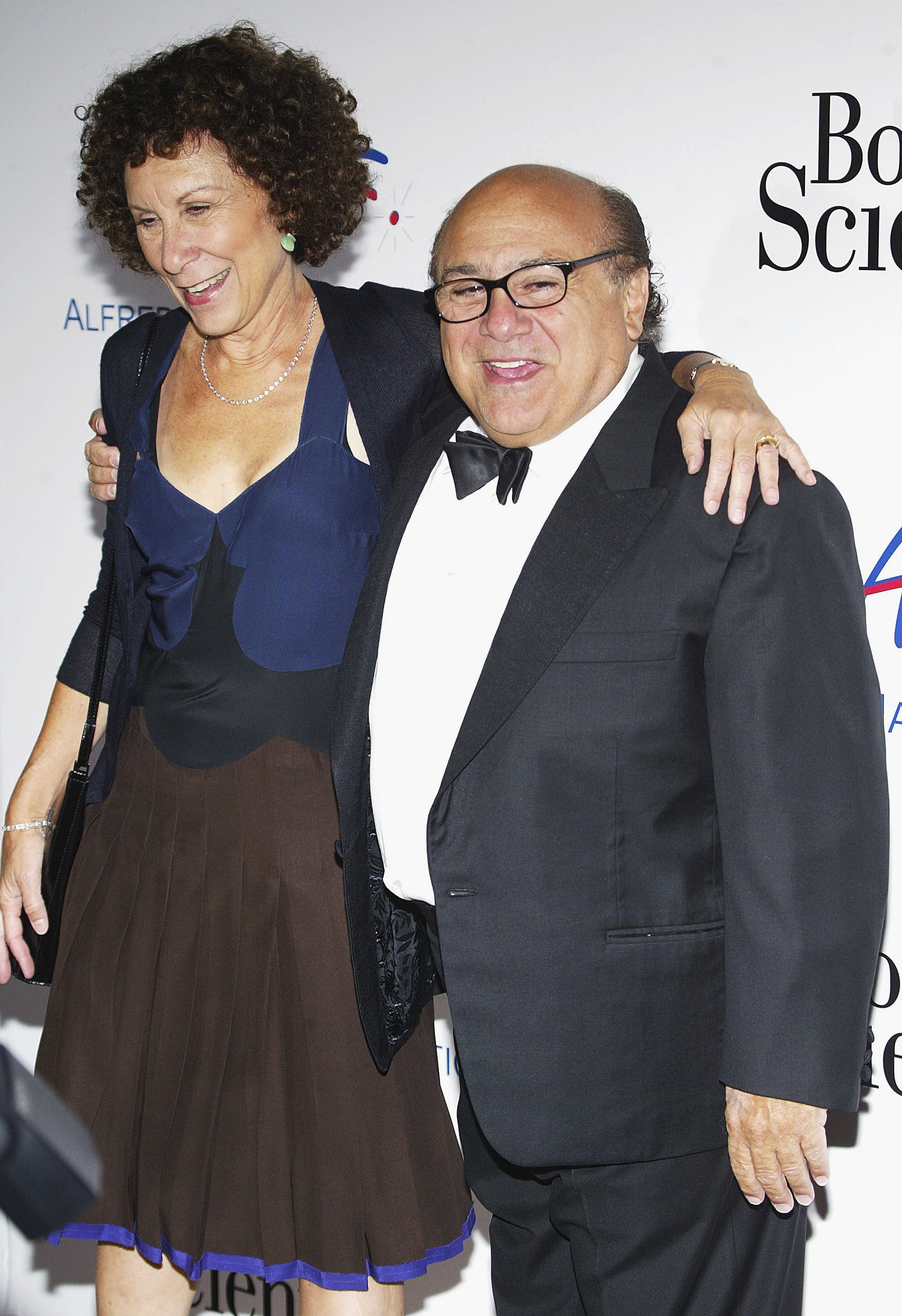 Rhea Perlman and Dannny Devito attend The Alfred Mann Foundation's Evening of Innovation and Inspiration on September 10, 2005 | Photo: GettyImages