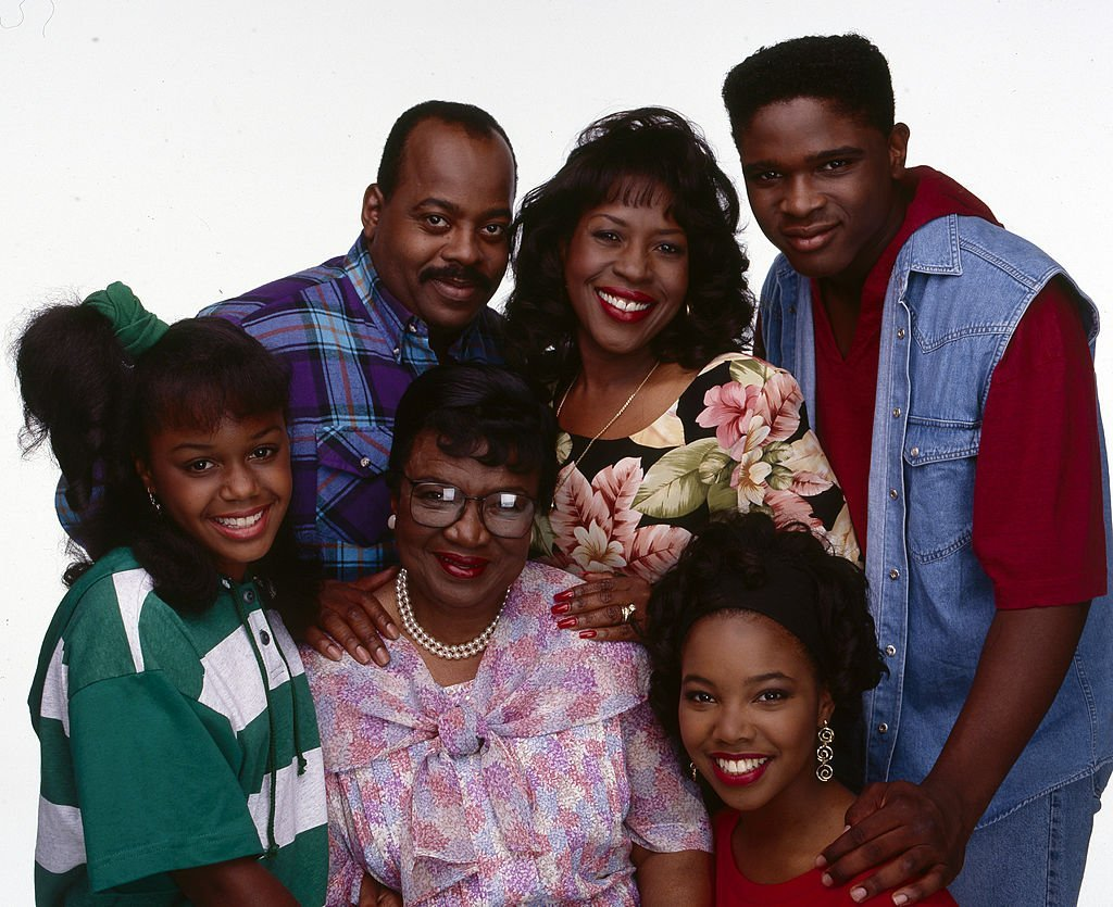 "Jaimee Foxworth, Reginald VelJohnson, Rosetta Lenoire, Jomaire Payton and fellow actors on the set of ""Family Matters"" on July 06, 1992 