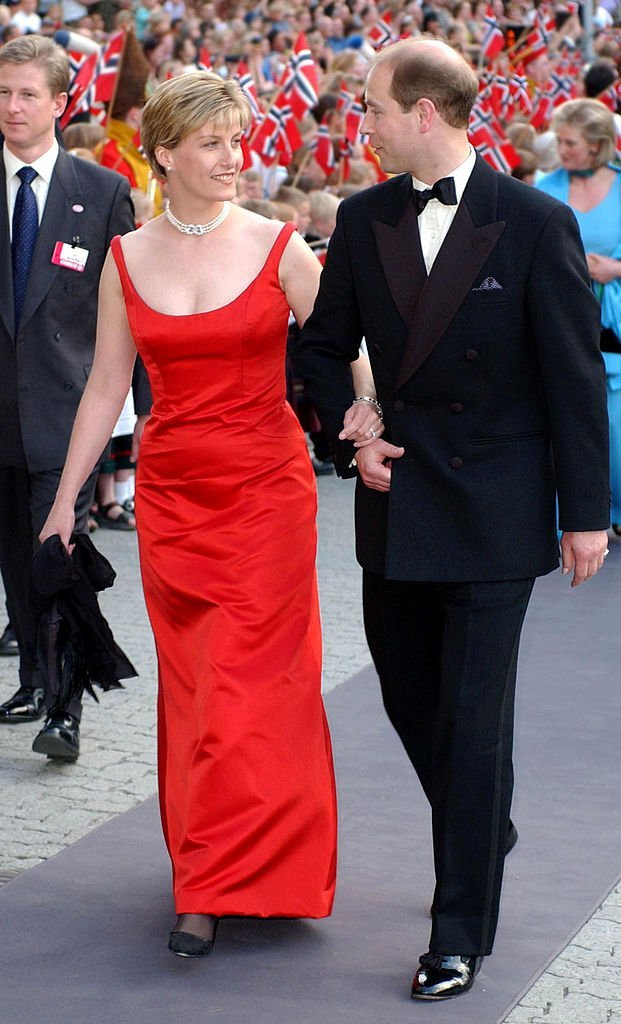 Sophie Rhys-Jones et le Prince Edward le 23 mai 2002 à Olavshallen pour le mariage de la Princesse Martha Louise de Norvège. l Photo : Getty Images