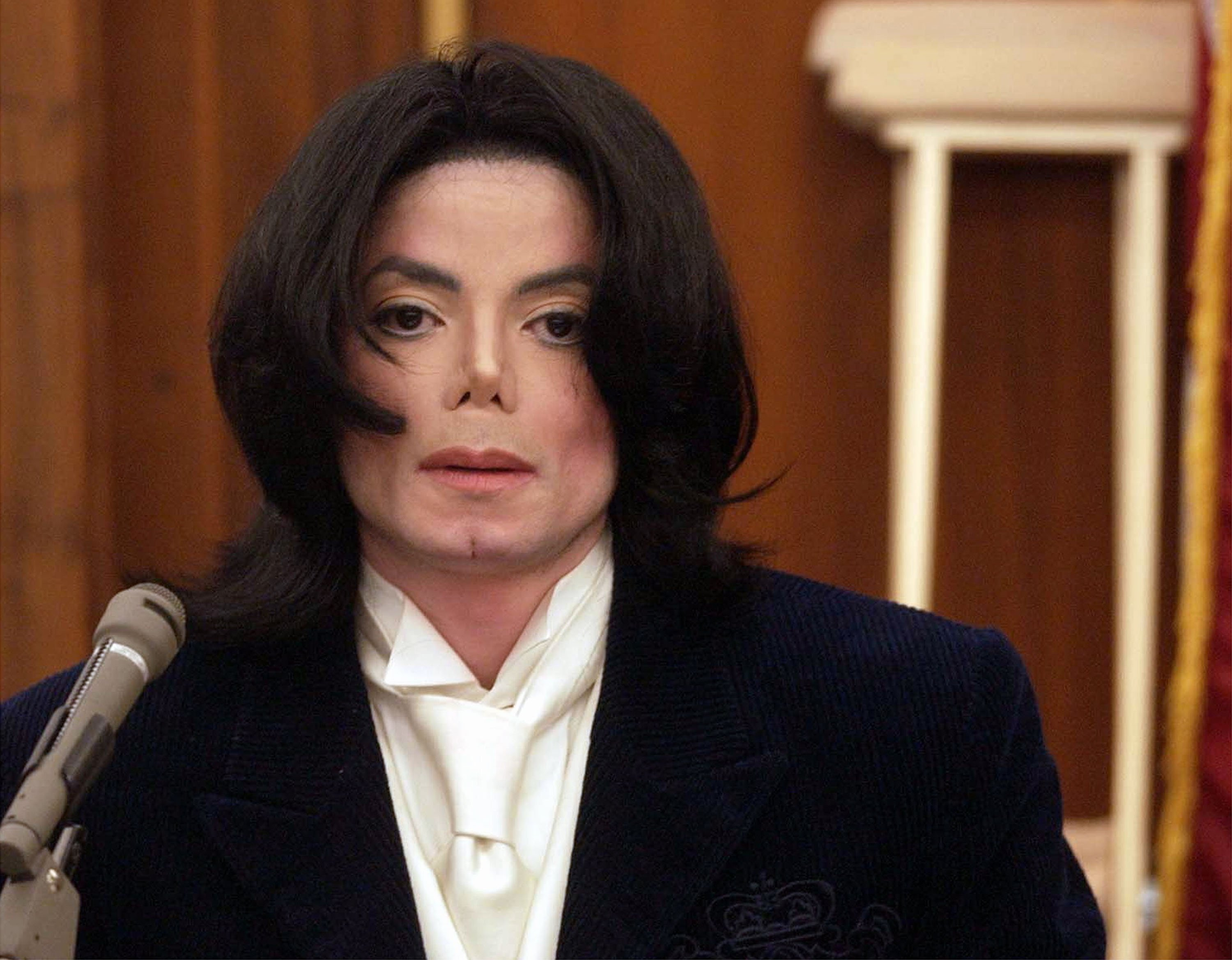 Michael Jackson testifying during a 2002 civil trial in relation to two concerts he reportedly backed out of. |  Photo: Getty Images