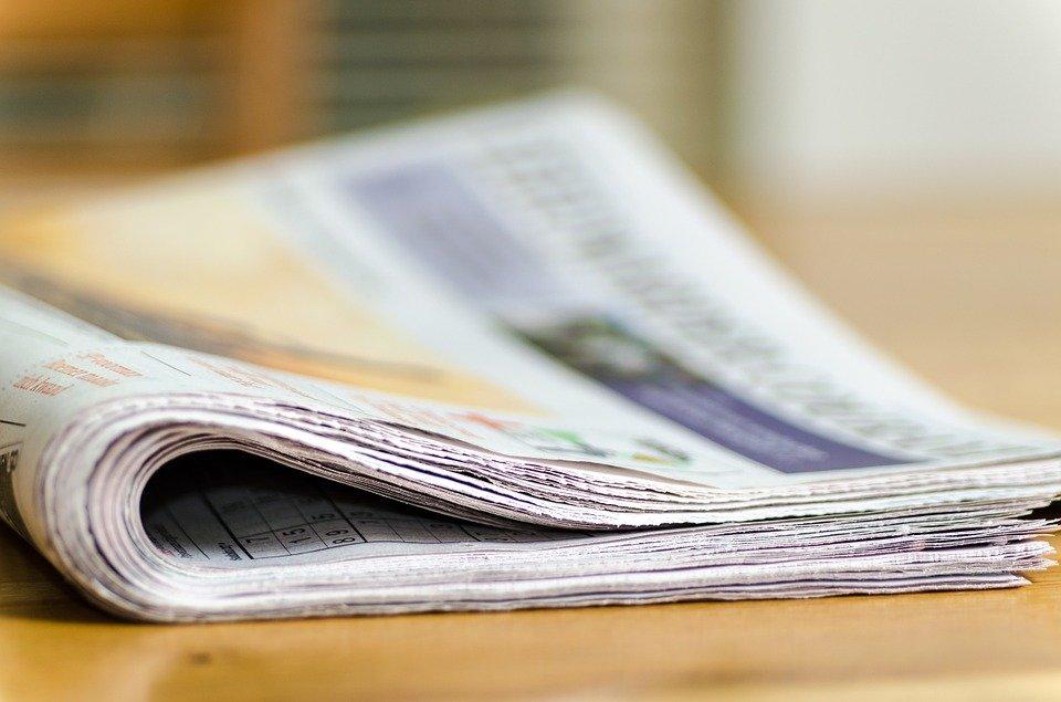 Zeitung auf Tisch | Quelle: Pixabay