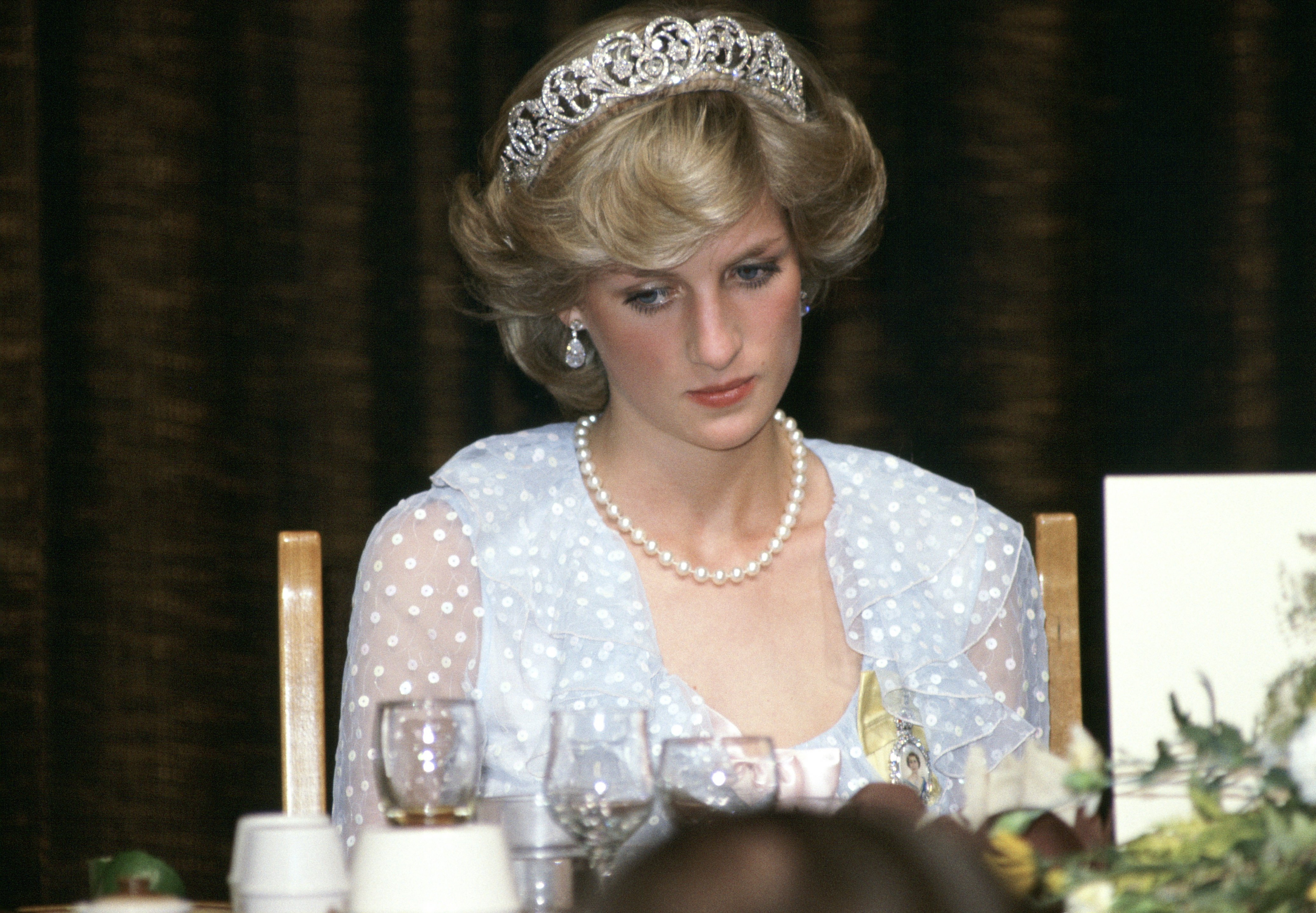 Princess Diana at a banquet in New Zealand wearing a blue chiffon evening dress on April 20, 1983 | Photo: Getty Images
