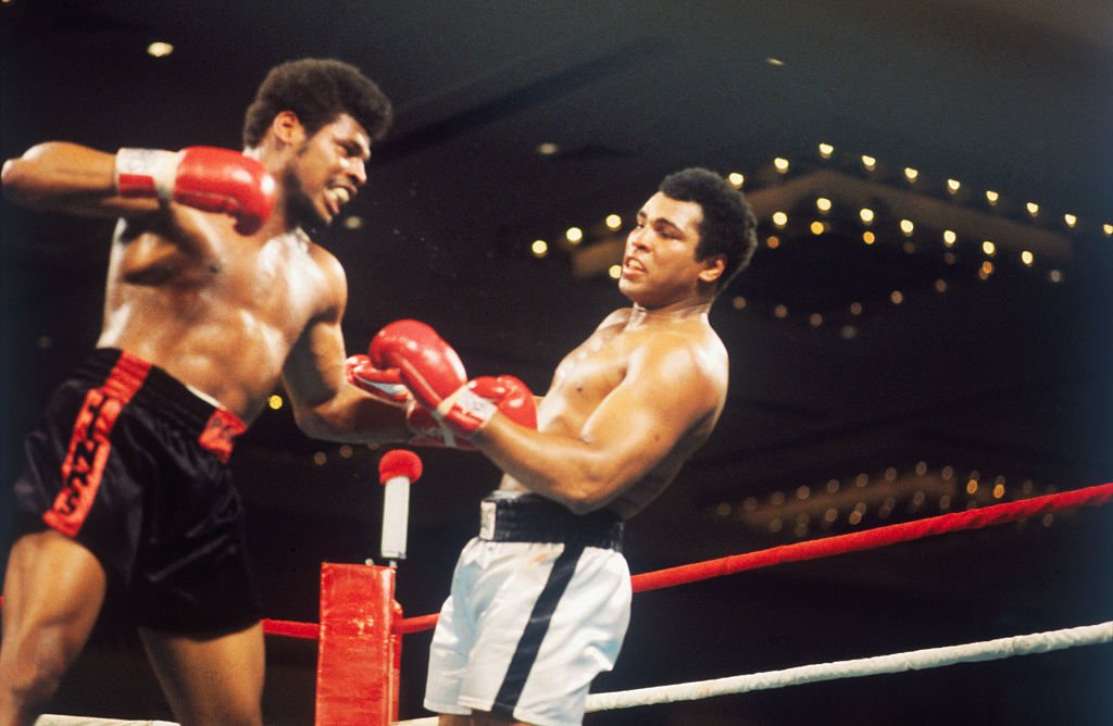 Leon Spinks and Muhammed Ali during their fight in Las Vegas, Nevada on February, 15, 1978. | Source: Getty Images