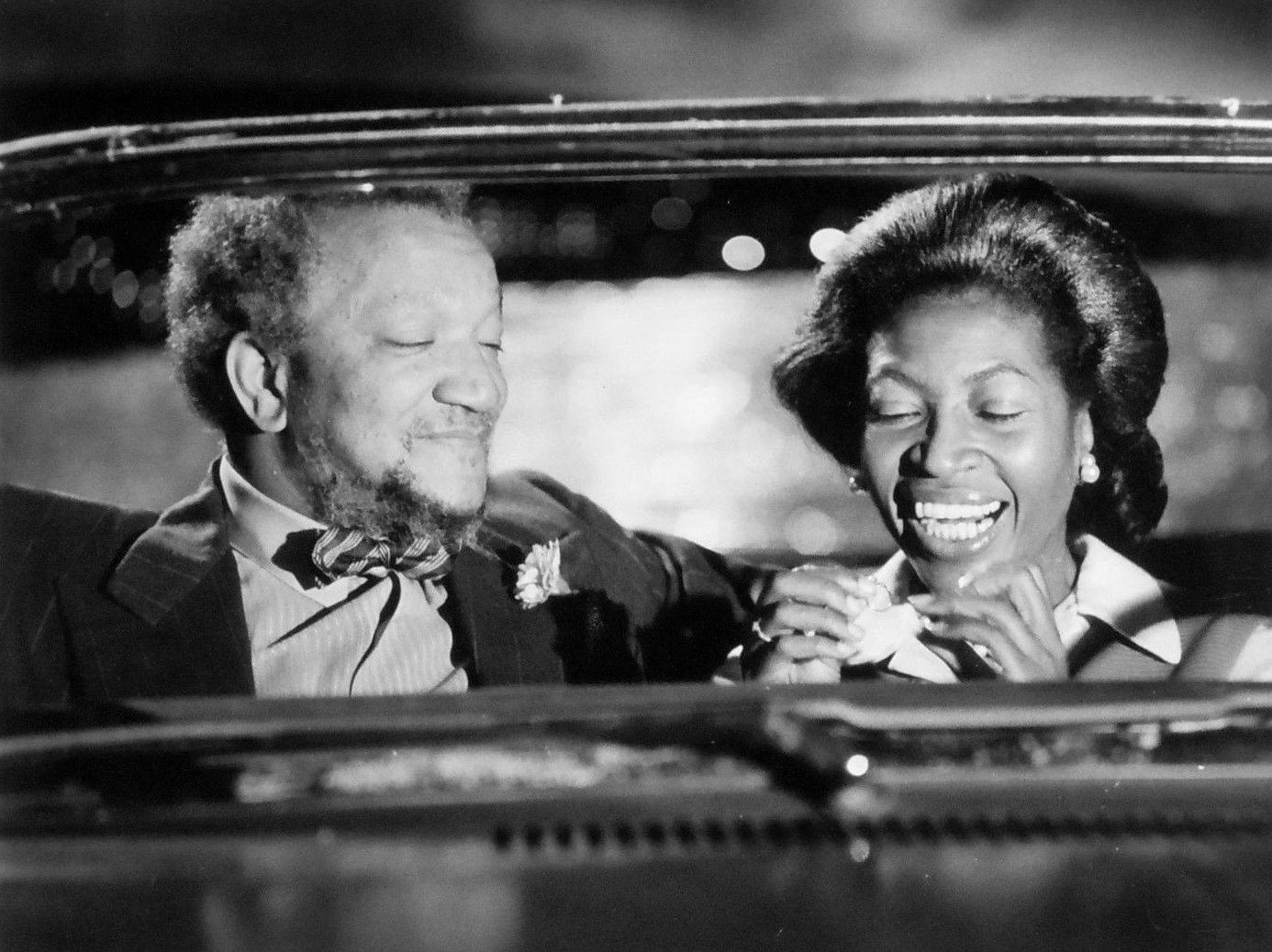 Redd Foxx as Fred Sanford and Lynne Hamilton as his girl friend, Donna, from Sanford and Son. | Source: Wikimedia Commons