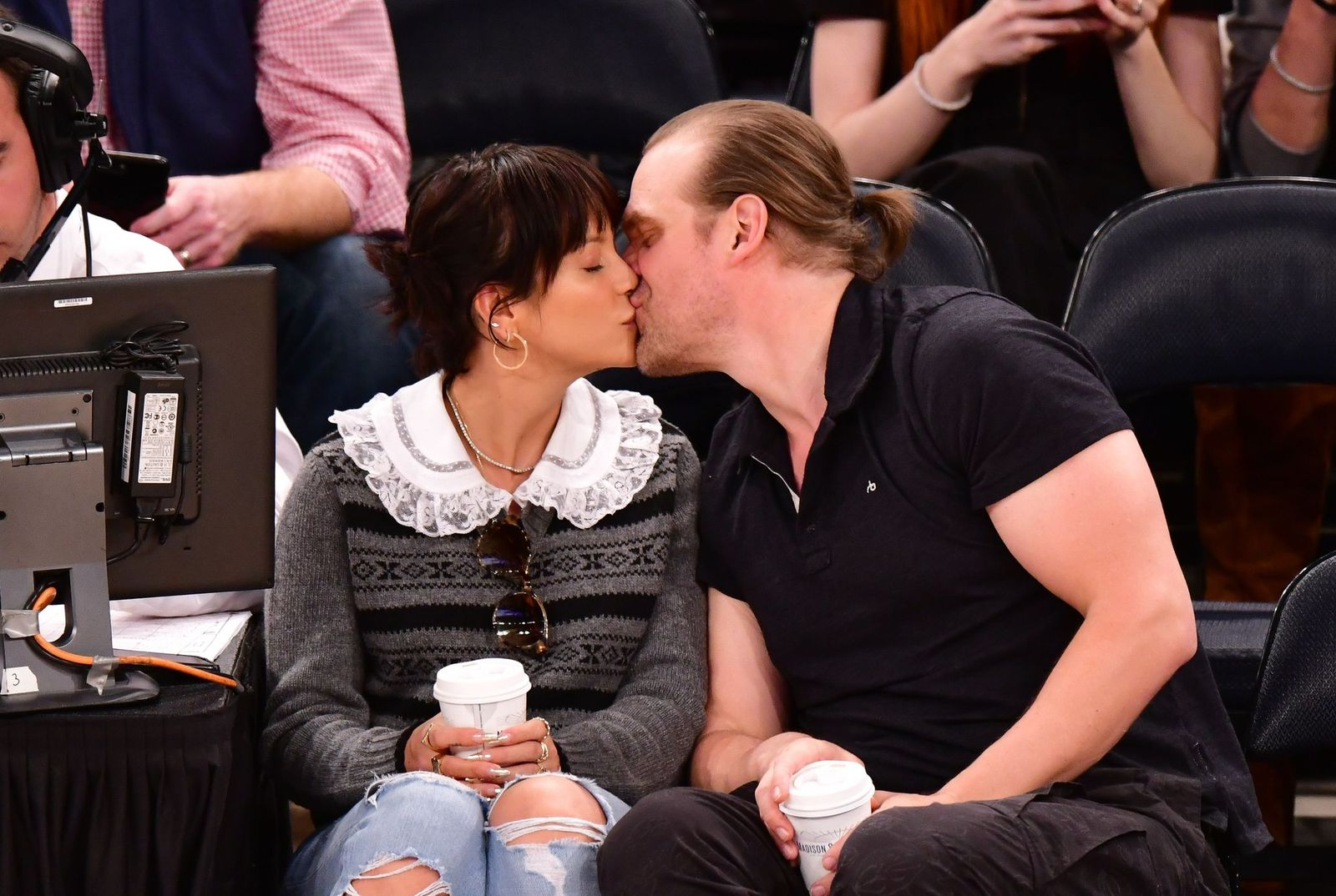 Lily Allen and David Harbour at New York Knicks v New Orleans Pelicans preseason game on October 18, 2019, in New York City | Photo: James Devaney/Getty Images