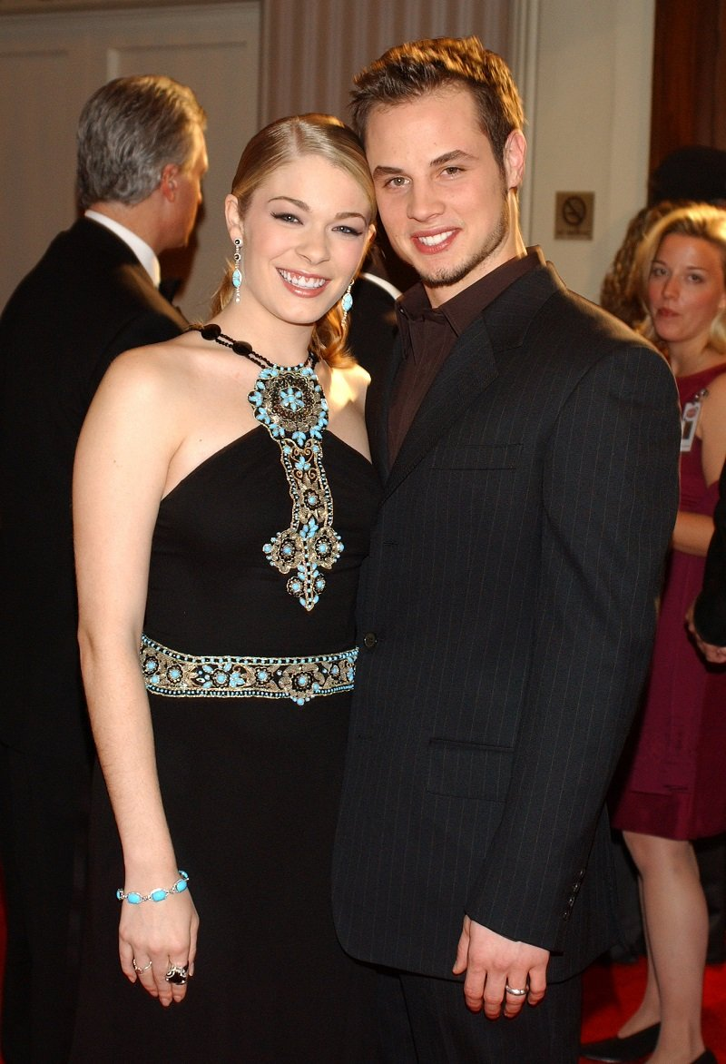 LeAnn Rimes with her ex-husband, Dean Sheremet on December 5, 2003 | Photo: Getty Images
