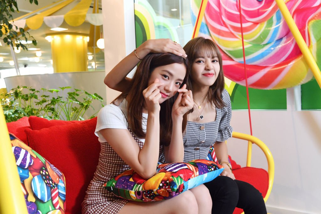 Kim Jisoo and Lalisa Manoban from BLACKPINK try out Candy Crush Friends Sagas new Hungry Yeti AR feature at the King Offices, August 2019   Source: Getty Images
