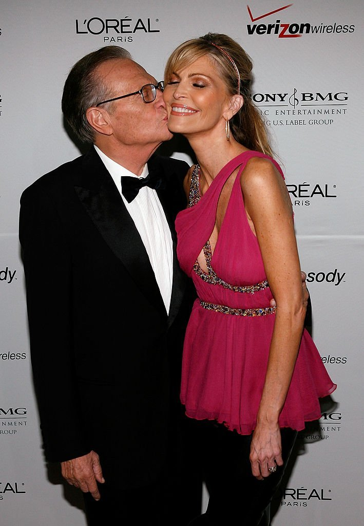 Larry King kisses Shawn Southwick during the Clive Davis pre-Grammy party. | Source: Getty Images