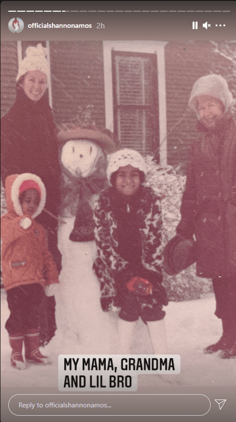 Throwback picture of Shannon Amos, her brother K.C, their mom and grandmother posing outdoor | Photo: Instagram/officialshannonamos