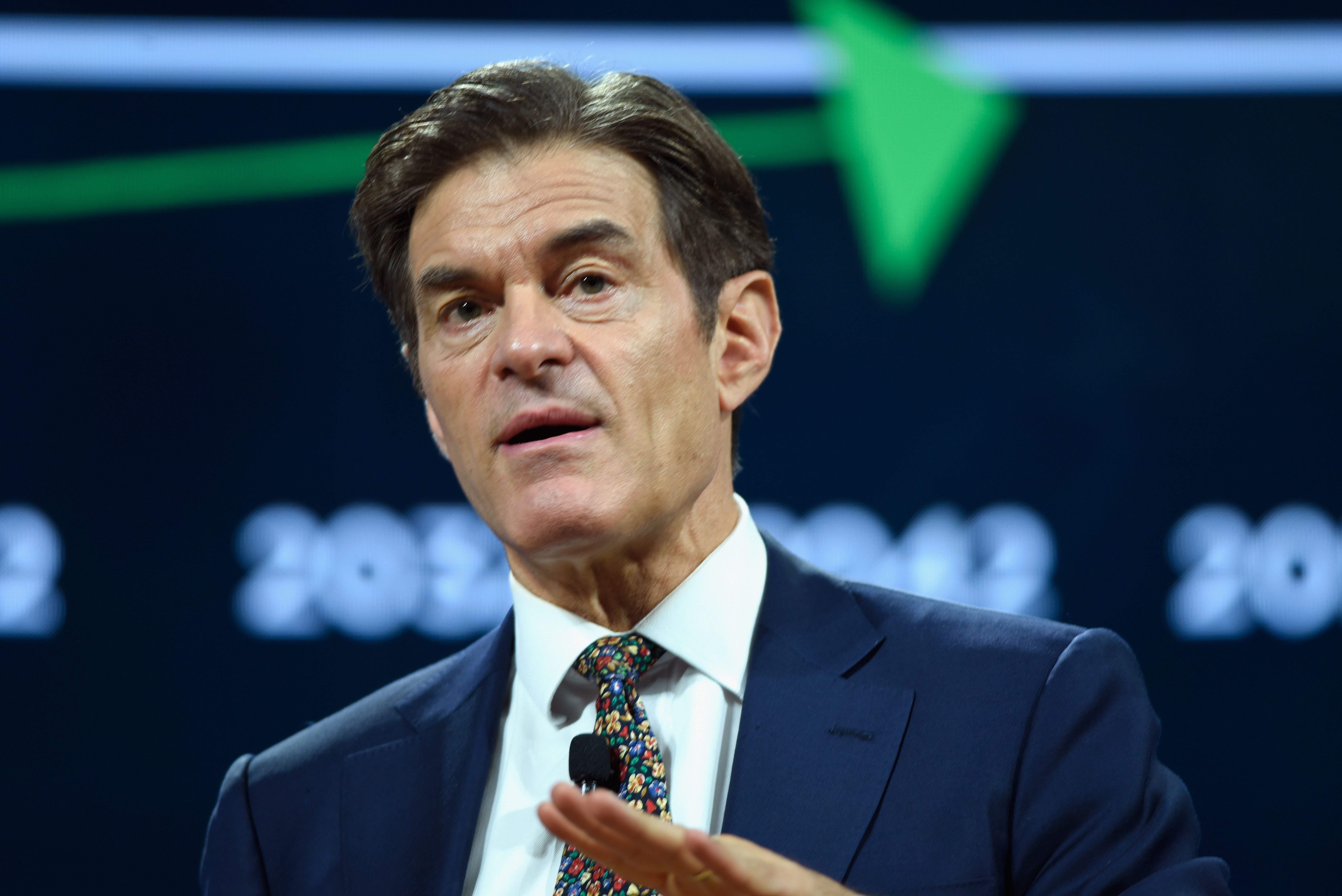 Dr. Mehmet Oz, spoke at The 2017 Concordia Annual Summit at Grand Hyatt New York on September 19, 2017 | Photo: Getty Images