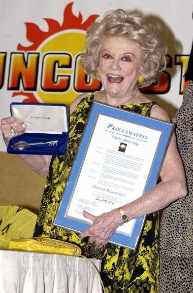Phyllis Diller at the Suncoast Resort May 3, 2002 in Las Vegas, NV. | Photo: Getty Images