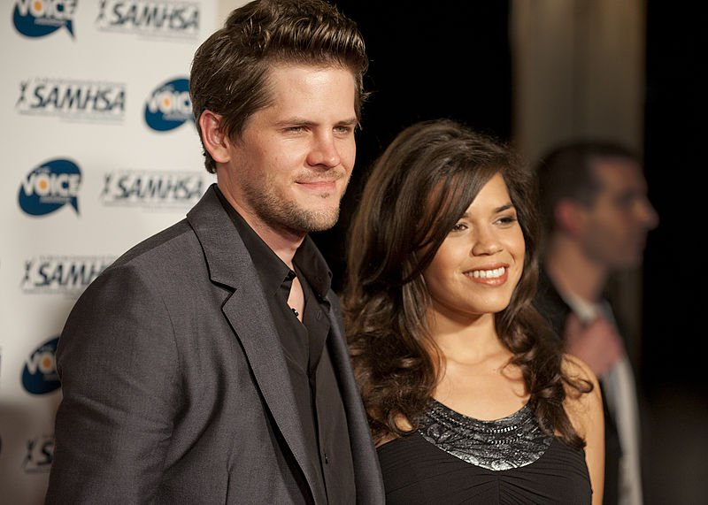 America Ferrera and Ryan Piers Williams on the red carpet at the 2010 Voice Awards | Source: Wikimedia