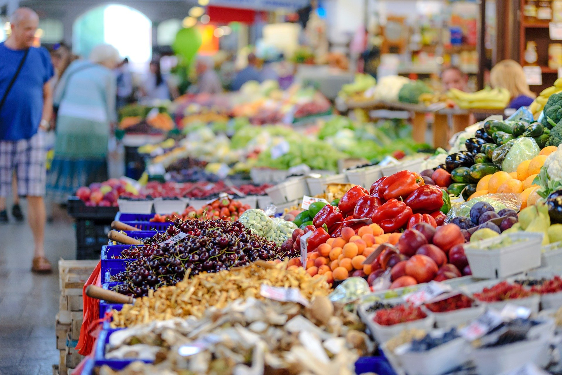 Will this young man lose his job at the grocery store?   Photo: Pixabay/Photo Mix