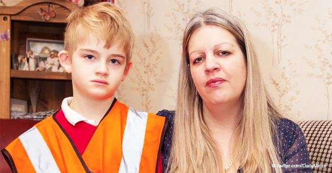 Les enseignants obligent un garçon autiste de 7 ans à porter un gilet à haute visibilité sur le terrain de jeu