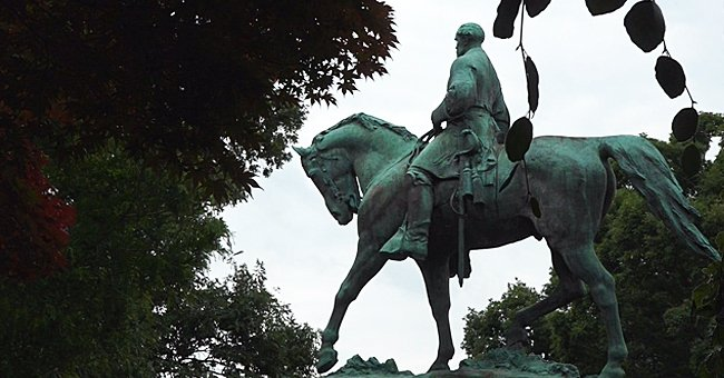 Charlottesville City Council Unanimously Votes to Remove Confederate Statues from 2 City Parks