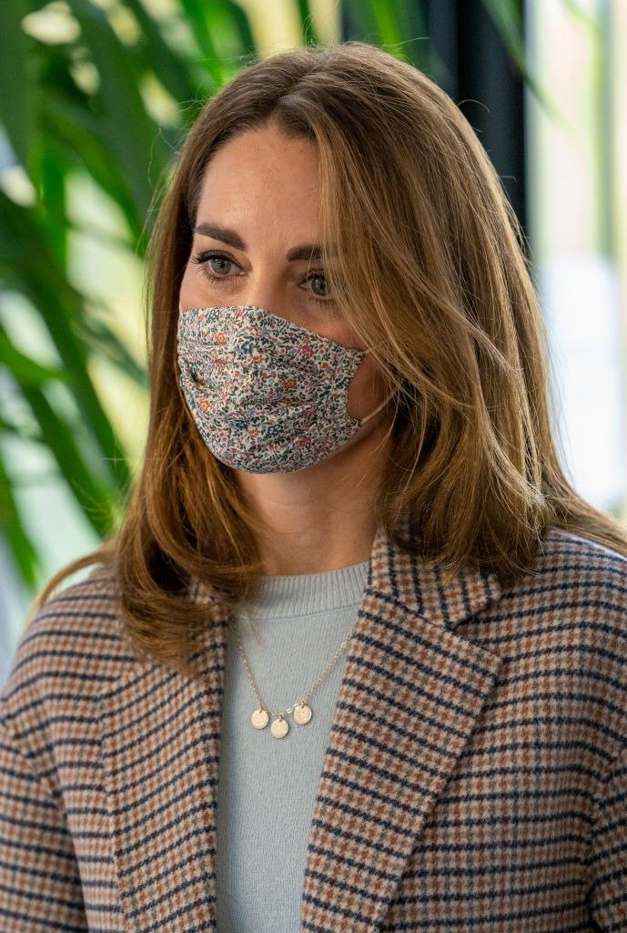 Catherine, Duchess of Cambridge wears a face mask as she visits students at the University of Derby on October 6, 2020. | Photo: Getty Images