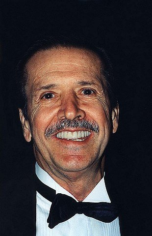 Sonny Bono in 1996. | Source: Wikimedia Commons.