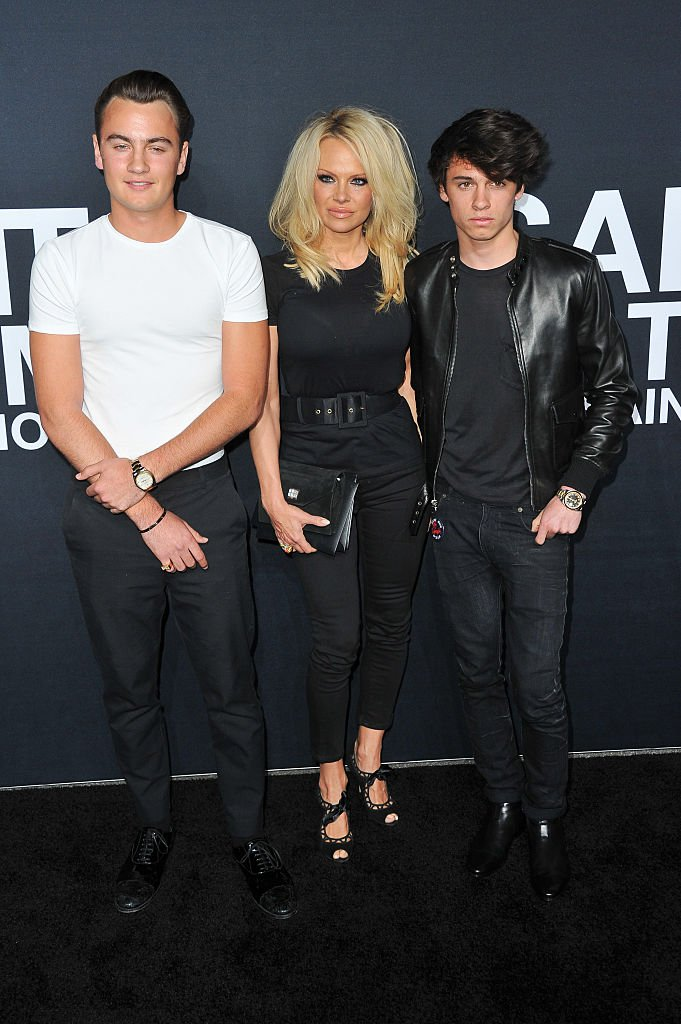 Pamela Anderson and sons Brandon Thomas Lee and Dyland Lee on February 10, 2016 in Los Angeles, California | Photo: Getty Images