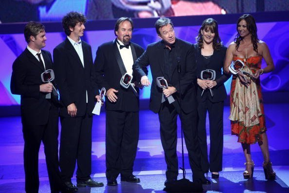 """Zachary Ty Bryan, Taran Noah Smith, Richard Karn, Tim Allen, Patricia Richardson, and Debbe Dunning accept the fan favorite award for """"Home Improvement"""" at the 7th Annual TV Land Awards held at Gibson Amphitheatre on April 19, 2009 in Unversal City, California 