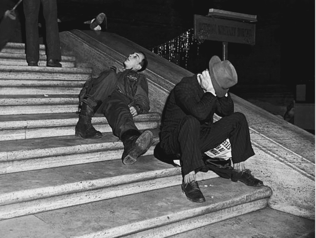 Drunk men on the steps of Grand Central Station on New Years Eve in 1940, New York | Source: Getty Images