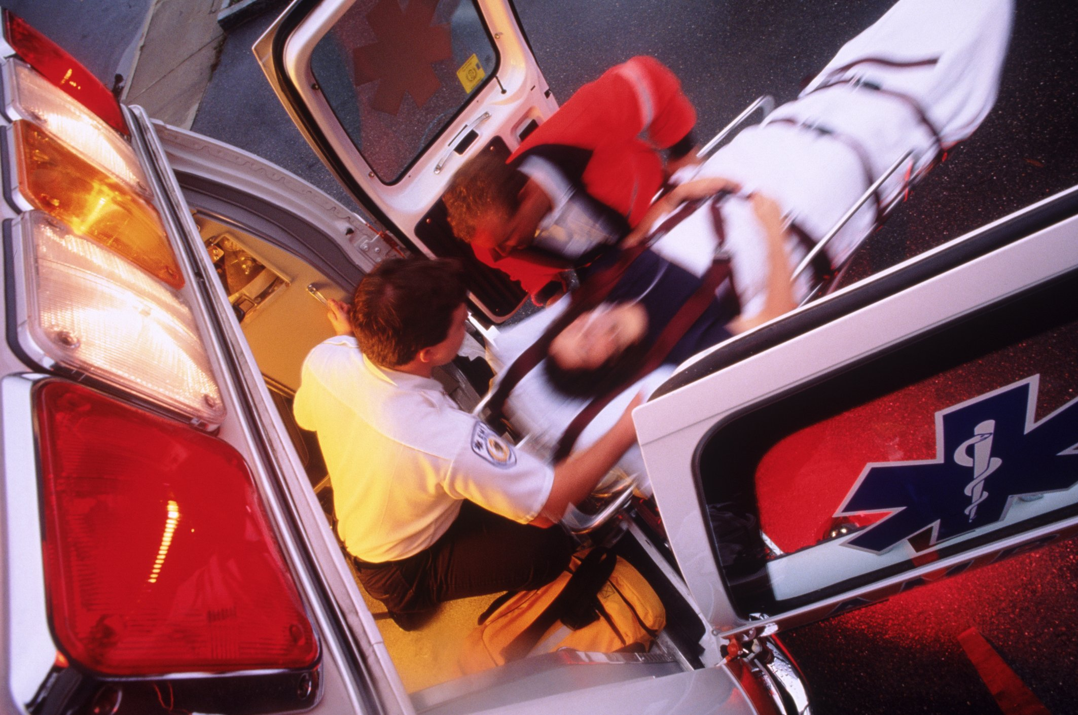 A photo of an ambulance attending to an emergency. | Photo: Getty Images