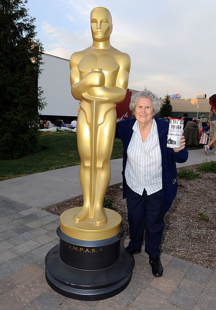 "Elsa Raven assiste à la projection en plein air des Oscars de l'Académie des arts et des sciences du cinéma sur le film ""Back To The Future"" le 11 août 2012 à Hollywood, Californie. 